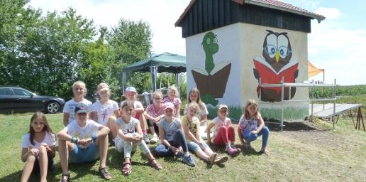 CLK-Ferienpass-2017: Kinder bemalen Trafohäuschen in Josephenburg