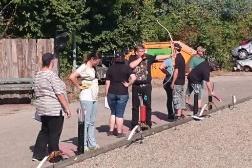 Bogenschützen beim Ortsparteienschießen 2018 in Karlskron.
