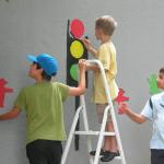 Sorgfältig gestalteten die kleinen Maler die Ampeln und Ampelmännchen.