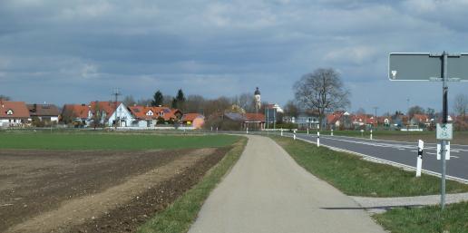 Ortseinfahrt nach Karlskron